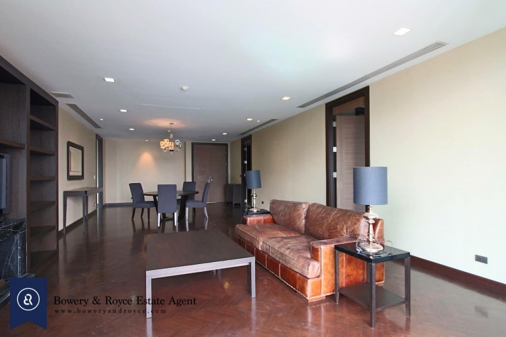 large-two-bedroom-apartment-for-rent-in-Ekkamai-0-1024x682