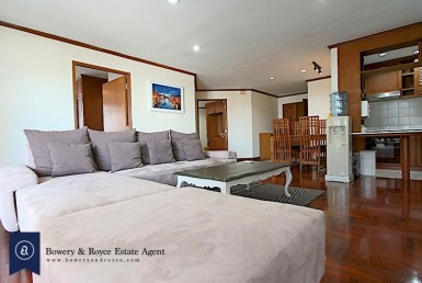 peaceful-two-bedrom-plus-maid-condo-for-rent-in-thonglor-1