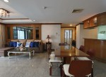 spacious-two-bedroom-condo-for-rent-in-Thong-lor-2