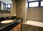 spacious-two-bedroom-condo-for-rent-in-Thong-lor-8