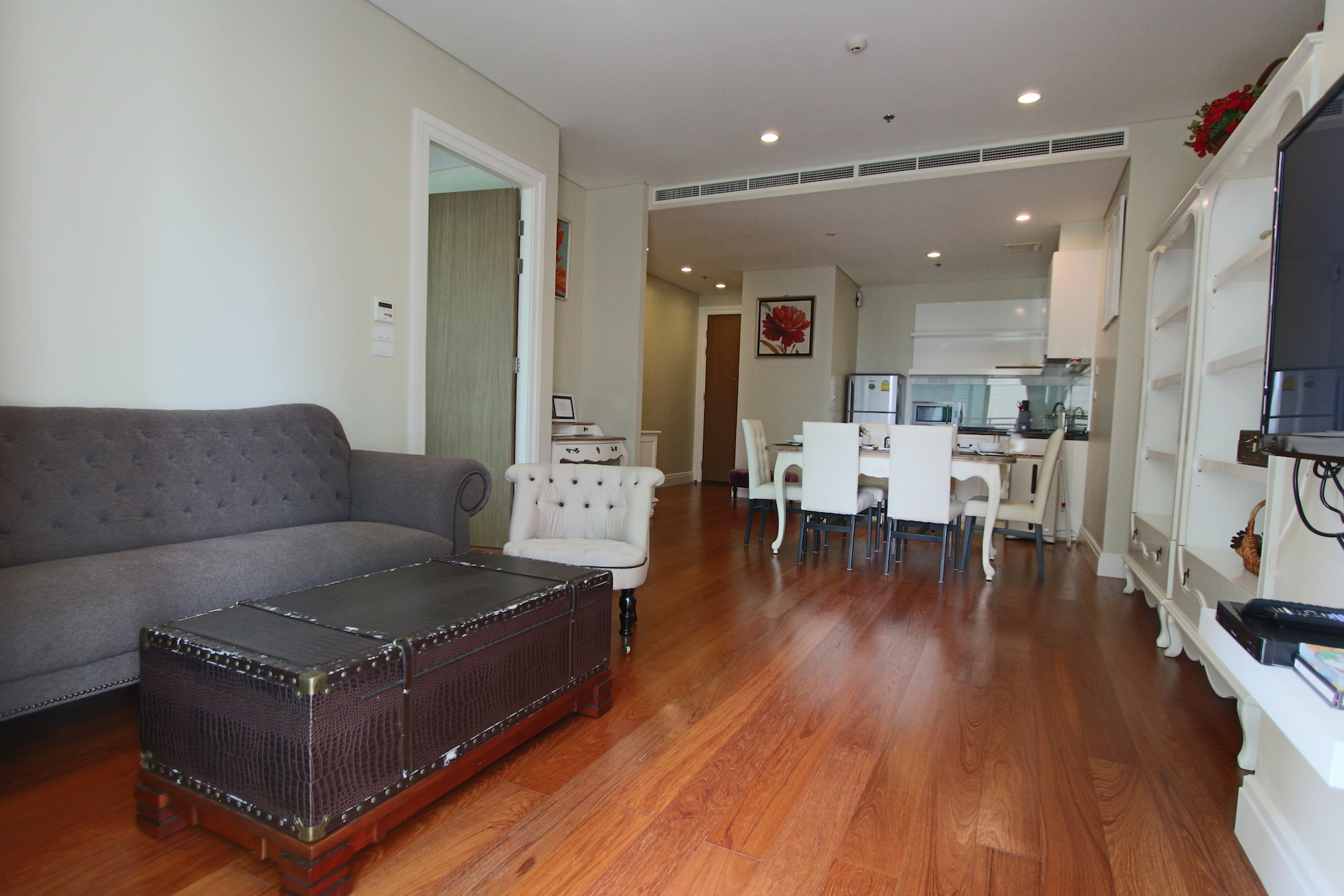 vintage style one bedroom condo for rent in phrom phong