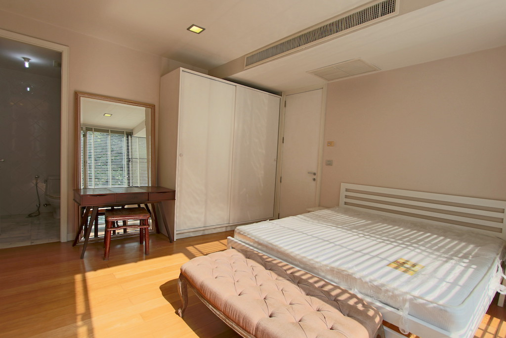 Peaceful One Bedroom Condo for Rent in Phra Khanong