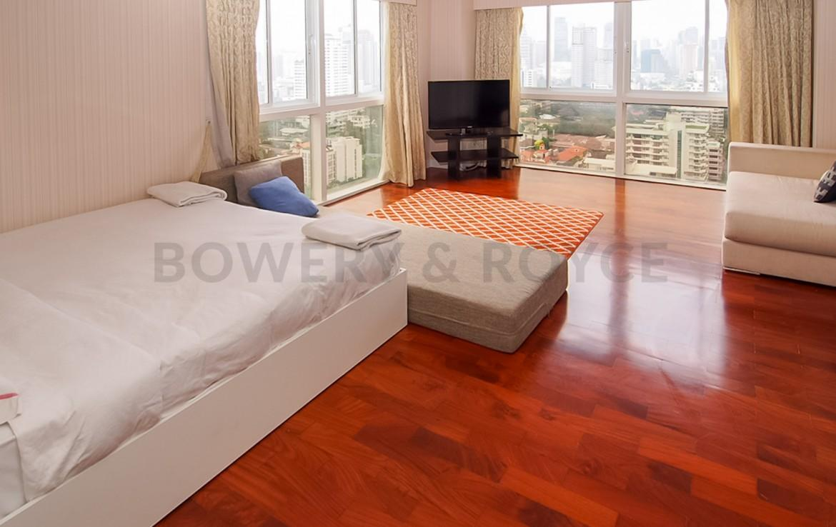Spacious Six Bedroom Penthouse for Sale in Phrom Phong