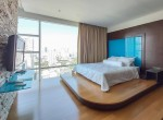 great-location-three-bedroom-condo-rent-ekkamai-5