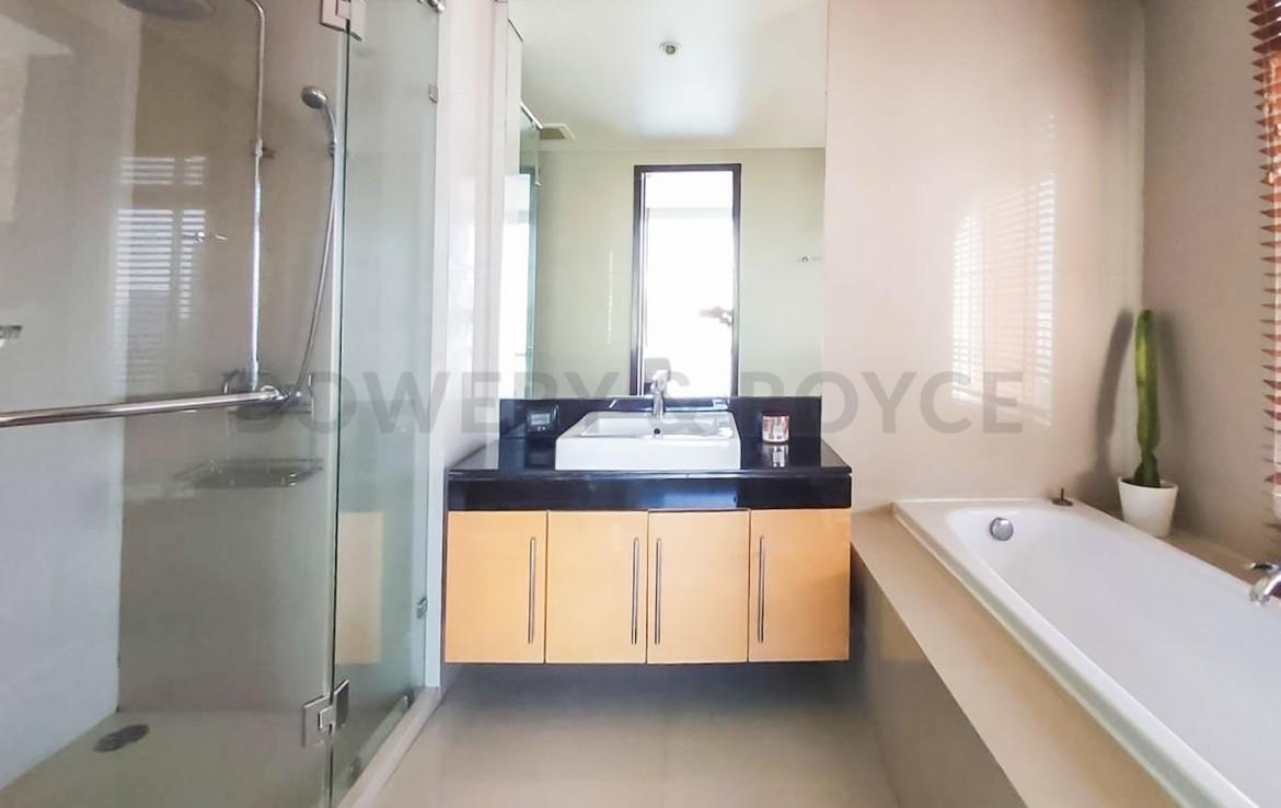 Great Location Three Bedroom Condo for Rent in Ekkamai