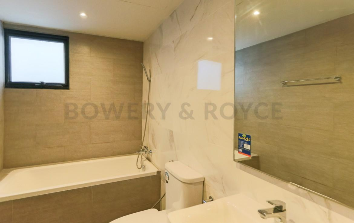 Beautiful three bedroom condo for rent in Phrom Phong - Master bathroom