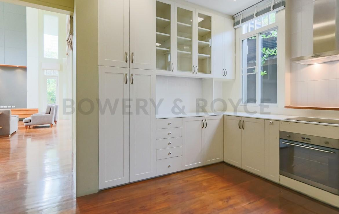 Greenery Three Bedroom with private garden for rent in Asoke