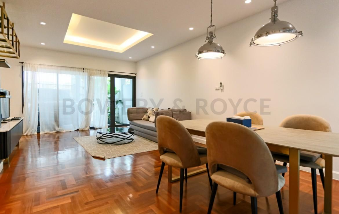 two bedroom townhouse for rent in Thong lor