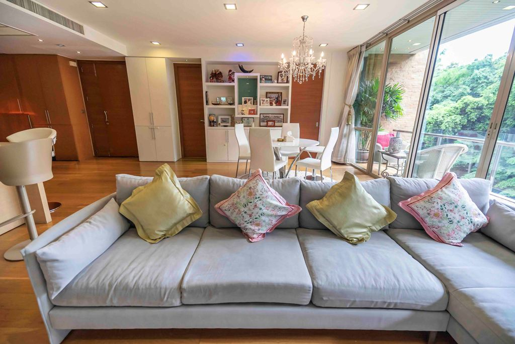 Beatufiul Two Bedroom Condo for Rent and for Sale in Phra Khanong