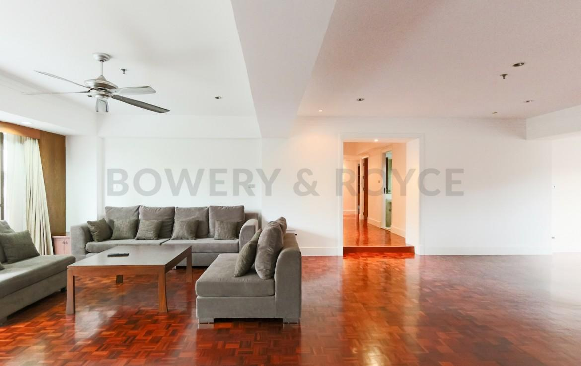 Large Three Bedroom Apartment for Rent in Phrom Phong-3-living-area