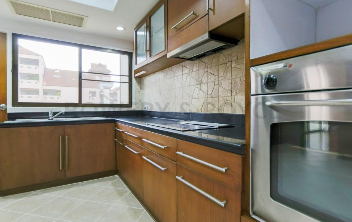 Large Three Bedroom Apartment for Rent in Phrom Phong-11