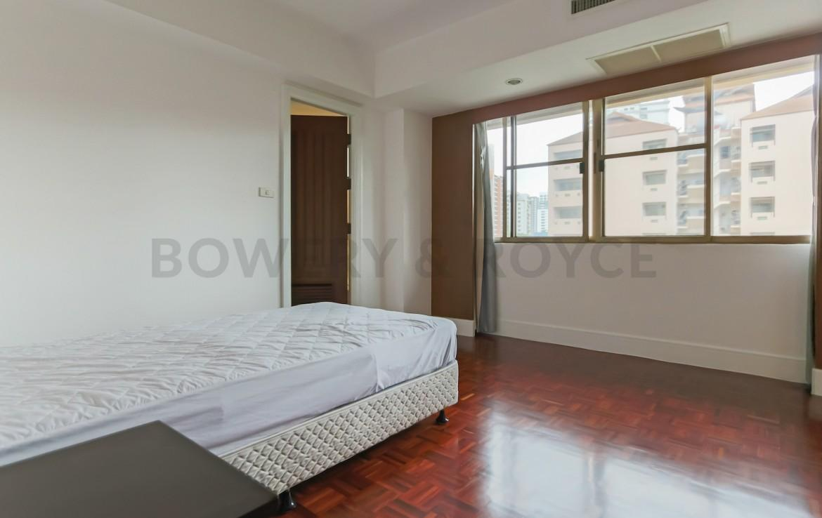 Large Three Bedroom Apartment for Rent in Phrom Phong-16