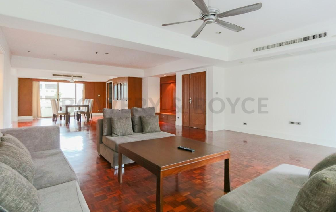 Large Three Bedroom Apartment for Rent in Phrom Phong-6