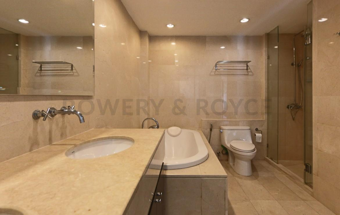 spotless-two-bedroom-condo-for-rent-in-thonglor-1