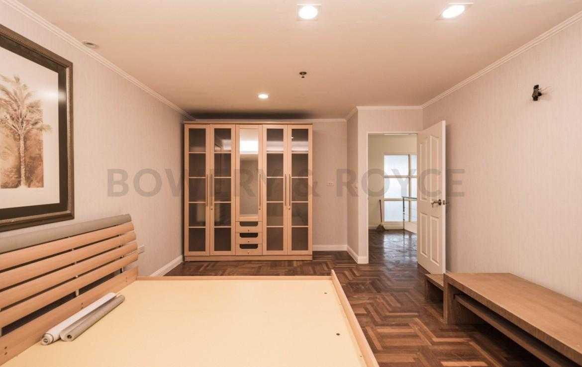 Spacious Three Bedroom Duplex for Sale in Phrom Phong-11